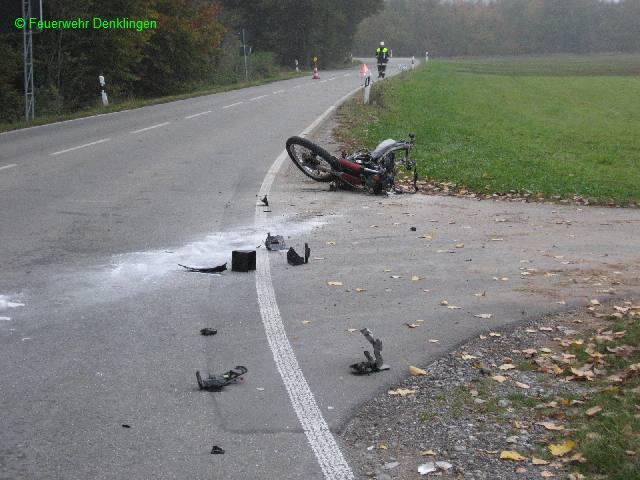 (c) Feuerwehr Denklingen: 11.10.07 - 07:10 Uhr - VU B17, PKW Motorrad