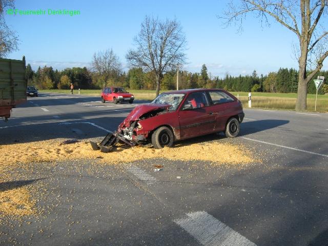 (c) Feuerwehr Denklingen: 20.10.08 - 16:17 Uhr - Verkehrsunfall, PKW gegen Traktor