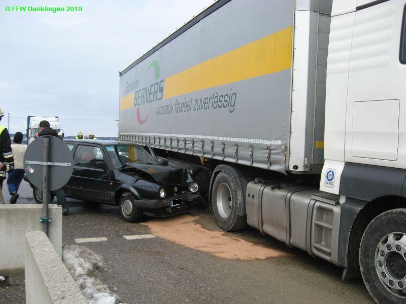 (c) Feuerwehr Denklingen: 18.01.2010 - 11:23 Uhr - Verkehrsunfall mit PKW