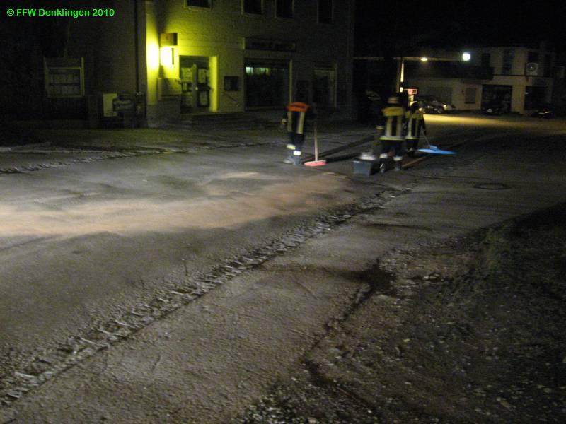 (c) Feuerwehr Denklingen: 23.03.2010 - 22:25 Uhr - Ölspur Denklingen