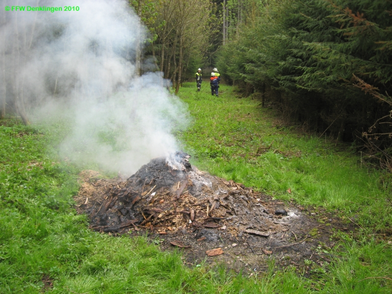 (c) Feuerwehr Denklingen: 09.05.2010 - 09:53 Uhr - Brand Unrat, Denklingen