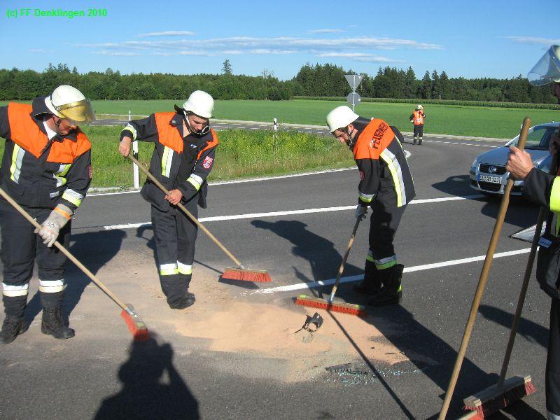 (c) Feuerwehr Denklingen: 01.08.2010 - 17:44 Uhr - Auslaufender Kraftstoff, B17