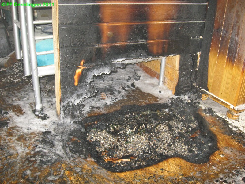 (c) Feuerwehr Denklingen: 28.03.2011 - 20:55 Uhr - Brand Holzhütte - Dienhausen