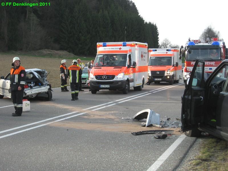 (c) Feuerwehr Denklingen: 03.04.2011 - 17:53 Uhr - Verkehrsunfall 3 PKW - B17