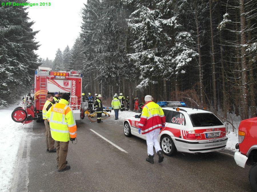 (c) Feuerwehr Denklingen: 26.03.2013 - 13:57 Uhr - Verkehrsunfall, Person eingeklemmt
