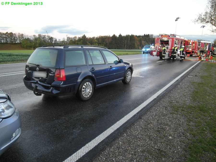 (c) Feuerwehr Denklingen: 17.10.2013 - 06:35 Uhr - Verkehrsunfall, Person eingeklemmt