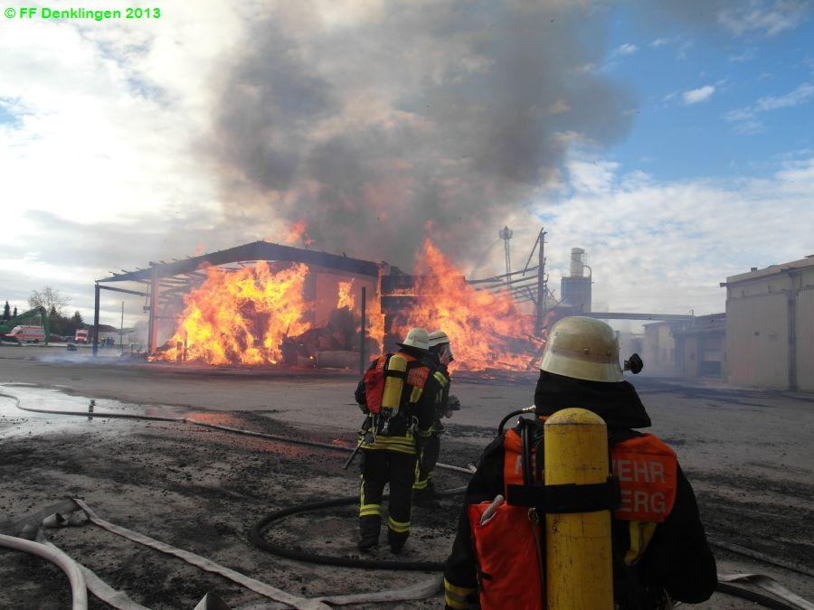 (c) Feuerwehr Denklingen: 29.10.2013 - 10:28 Uhr - Brand Holzsägewerk, Asch