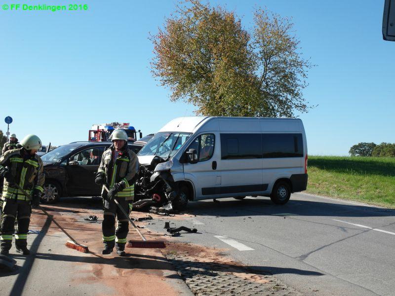 (c) Feuerwehr Denklingen: 16.10.2016 - 12:52 Uhr - Verkehrsunfall, Dr.-Manfred-Hirschvogel-Straße