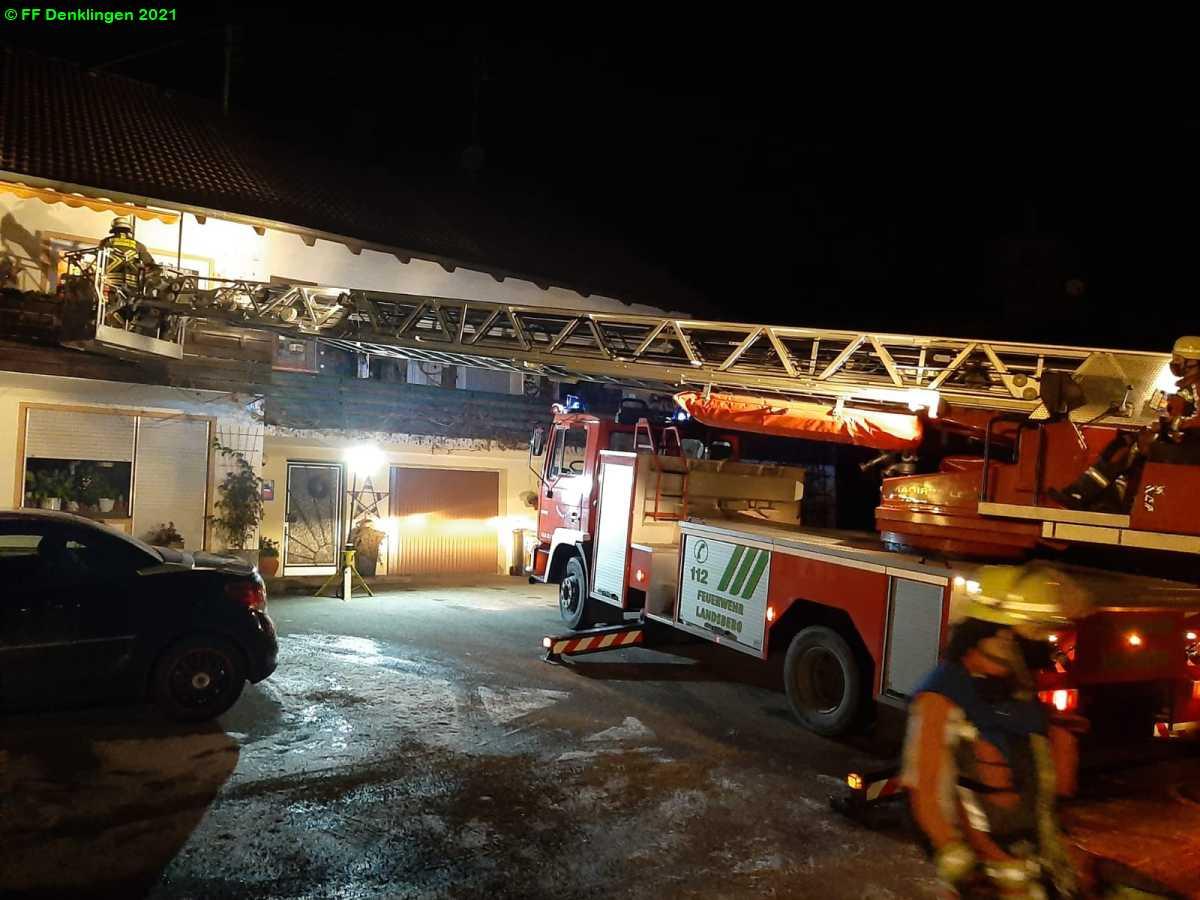 (c) Feuerwehr Denklingen: 02.01.2021 - 01:21 Uhr - Rettung Drehleiter, Denklingen