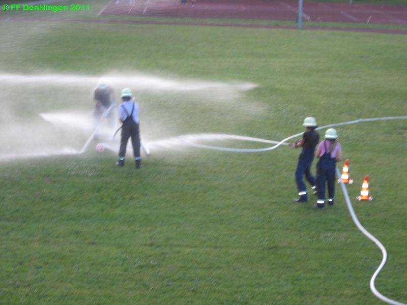 (c) Feuerwehr Denklingen: 12.07.10 - Wasserfußball