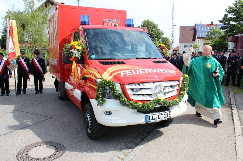 (c) Feuerwehr Denklingen: 03.08.14 - Fahrzeugweihe GW-L1
