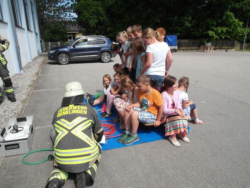 (c) Feuerwehr Denklingen: 21.06.16 - Besuch bei der Schule